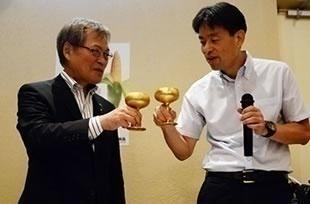 純金グラスで乾杯