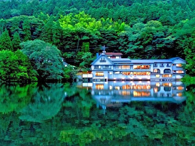 夕暮れの金鱗湖