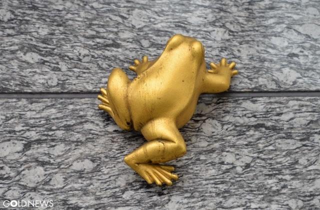 JR博多駅「金色のカエル」