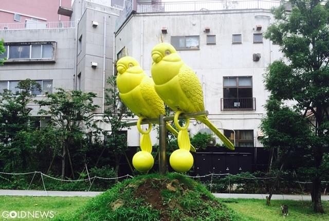 赤坂の巨大インコ「Polly Zeus」