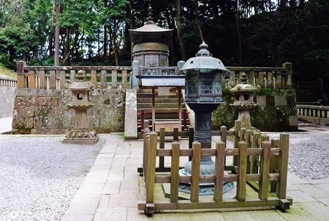 神廟(しんびょう)?家康公のお墓所