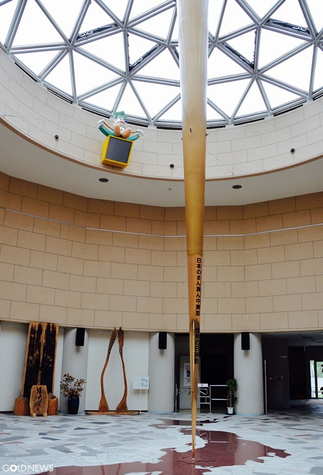 世界最大級(37.3m)の黄金の日時計